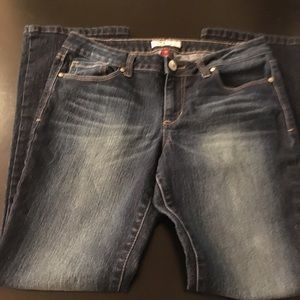 Junior 11 S l.e.i Ashley low rise slim boot jeans.